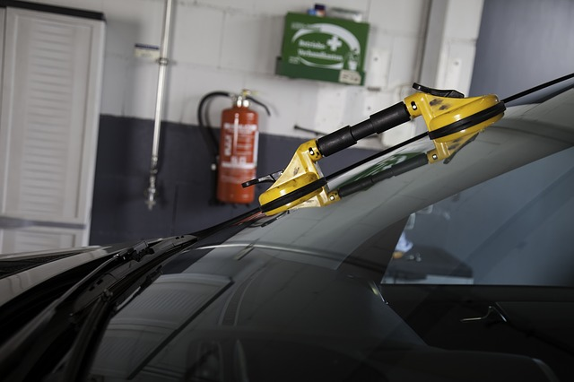 auto glass to repair or replace